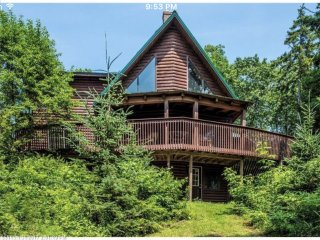 LOG HOME | SECLUDED | SLEEPS 10+ | MEADOW COVE