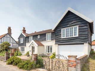 Sea View - A stunning large house overlooking Thorpeness beach