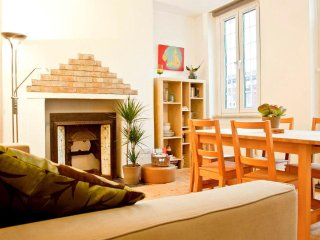 Comfy London Kentish Town Lounge + Terrace (4 guests)