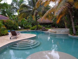 Beautiful Luxury Villa in Paradise , with maidservice - best villa in Sea Horse