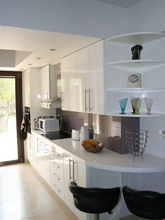 Bright, modern and well equipped kitchen