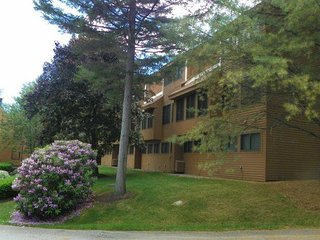 Waterville Valley Condo walking distance to Recreation Department with family