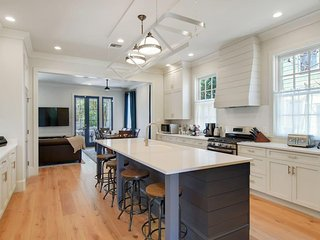 Heart of New Orleans | Sleeps 8 | 3bd | Park 2cars | Bywater Custom Built Luxury