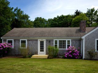 Charming Beach Cottage 5 Mins From Nauset Beach