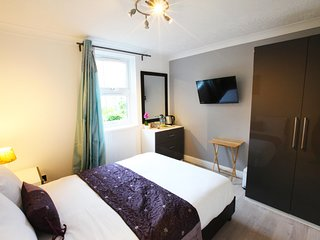 Modern 4 bed 2 bath and kitchen in central Wimbledon