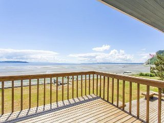 5BR w/ Beachfront Deck & Game Room – Near Golf, Dining & Ferry Dock