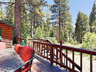 True Tahoe – Classic 4BR Cabin on Quiet & Private Half-Acre, Walk to Town