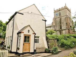 Romantic & secluded cottage. Beautiful walks, countryside & fab pub on doorstep
