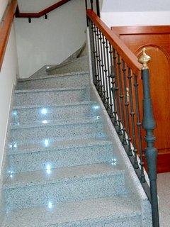 Escaleras para subir al primer piso.