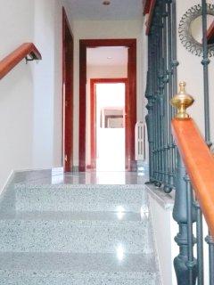 Escaleras de subida a la segunda planta.