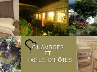 Chambre et table d'hôtes La Bourgeoise Hell-bourg SALAZIE face a la maison Folio