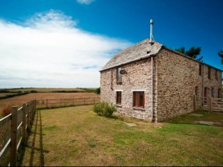 Mawgan Porth / St Mawgan beautiful holiday barn Middle Lanherne Barn