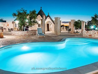 Trulli COLLE DEL NOCE with pool and big garden