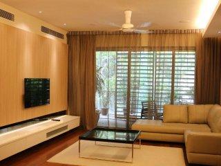 Low Rise Deluxe Family Resort living-6 min to KLCC