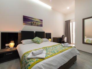 Hacienda Apartments, Apt 10