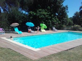 Gîte à la campagne dans belle longère avec piscine