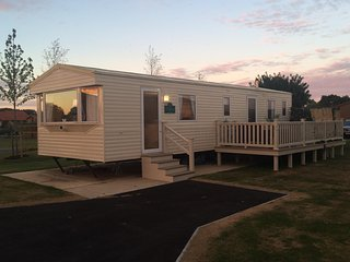 Sunrise 6 Berth Caravan with decking and hot tub,in Tattershall  Lakes