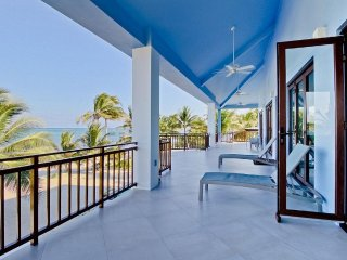 Esmeralda Del Mar - New Beach Front Tropical Modern Home With Private Pool!