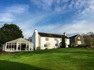 Cilpost Farmhouse - Indoor Heated Pool - Sleeps 22 - 9 Bedrooms - 8 Bathrooms