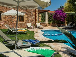 Pool★Stone  Villa★ BBQ & Wifi★ Sea view