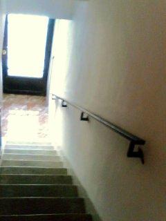 Escaleras de acceso a planta superior.