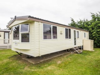 6 Berth caravan in Breydon Water Holiday Park near Great Yarmouth Ref 10011 Bure