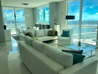 3. Breathtaking Apt on Top Floor, Luxury & Location !!!
