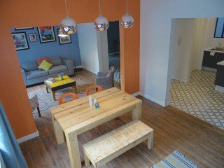 4Br Apt: In the heart of touristic & business area