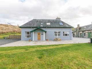 Chauffeurs Cottage with Private Hot Tub near Glenshee