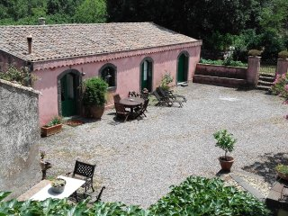 Typical Sicilian House on the slopes of the Volcano Etna with swimming pool