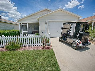 Super cute Home with a FREE Golf Cart near the Savannah Center