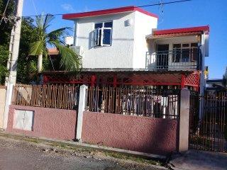 VILLA RISA. 3 bedroom beach villa, Wi-Fi, A/C, near supermarket, Flic en Flac