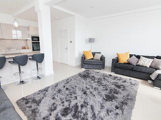 Large, Modern Manchester city centre apartment