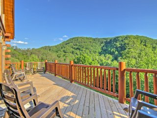New! 5BR Cabin 5 Min From Pigeon Forge Parkway!