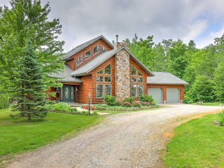 NEW! 3BR + Loft Fairview Lodge on 14 Private Acres