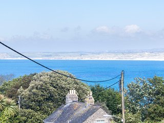 BRAND NEW :  Luxury apartment in St Ives with parking, walk to beaches & town