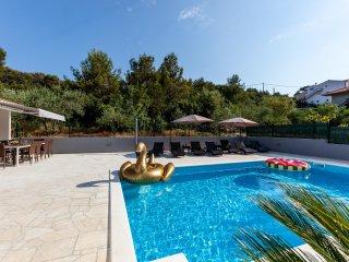 Villa Aria, seafront, ground floor Trogir