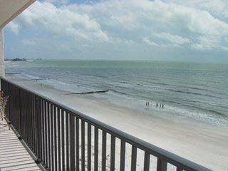 Madeira  Beach Spacious 2bd/2bath Kima 205 Gulf Front Condo Endless Views