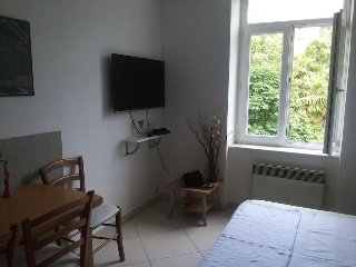 Apt Bernard 5, Prime Location, Steps To The Beach, Free WiFi, Late Summer Deals