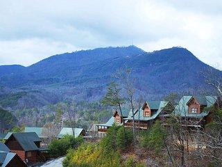 *Mountain Views*  WiFi *Pools *Mini Golf *Gated Resort *Minutes to Parkway