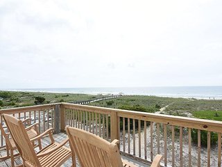 Seaside Cottage - Unique ocean front four bedroom house. Sleeps 10.