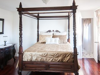Erie Lakeview Room at Lakecrest Estate Bed & Breakfast