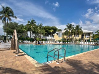 NEW! 2BR Naples Condo Steps from Gulf Beaches!