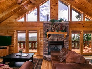 Three-level cabin w/ hot tub, game room, loft, deck, & gorgeous mountain views