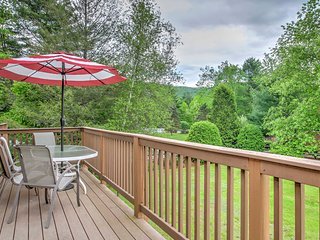 Beautifully Updated Lincoln 2BR Condo w/ Deck!