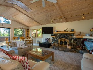 Tahoe Lakeview Lodge with Hot Tub & Studio