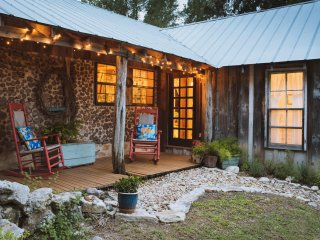 The Cabin on Barton Creek, B&B
