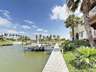 Waterfront 3BR w/ Two Balconies & Golf Club Amenities