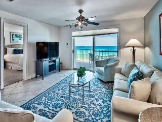 Beautiful BEACH FRONT w/ Views! Comp Seasonal Beach Service + Pool + Hot Tub!