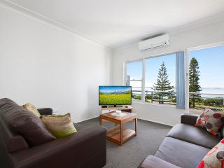 LE SANDS APARTMENTS 6 - SYDNEY BEACH 2Bdrms, Water views,  Free Wifi & Linen